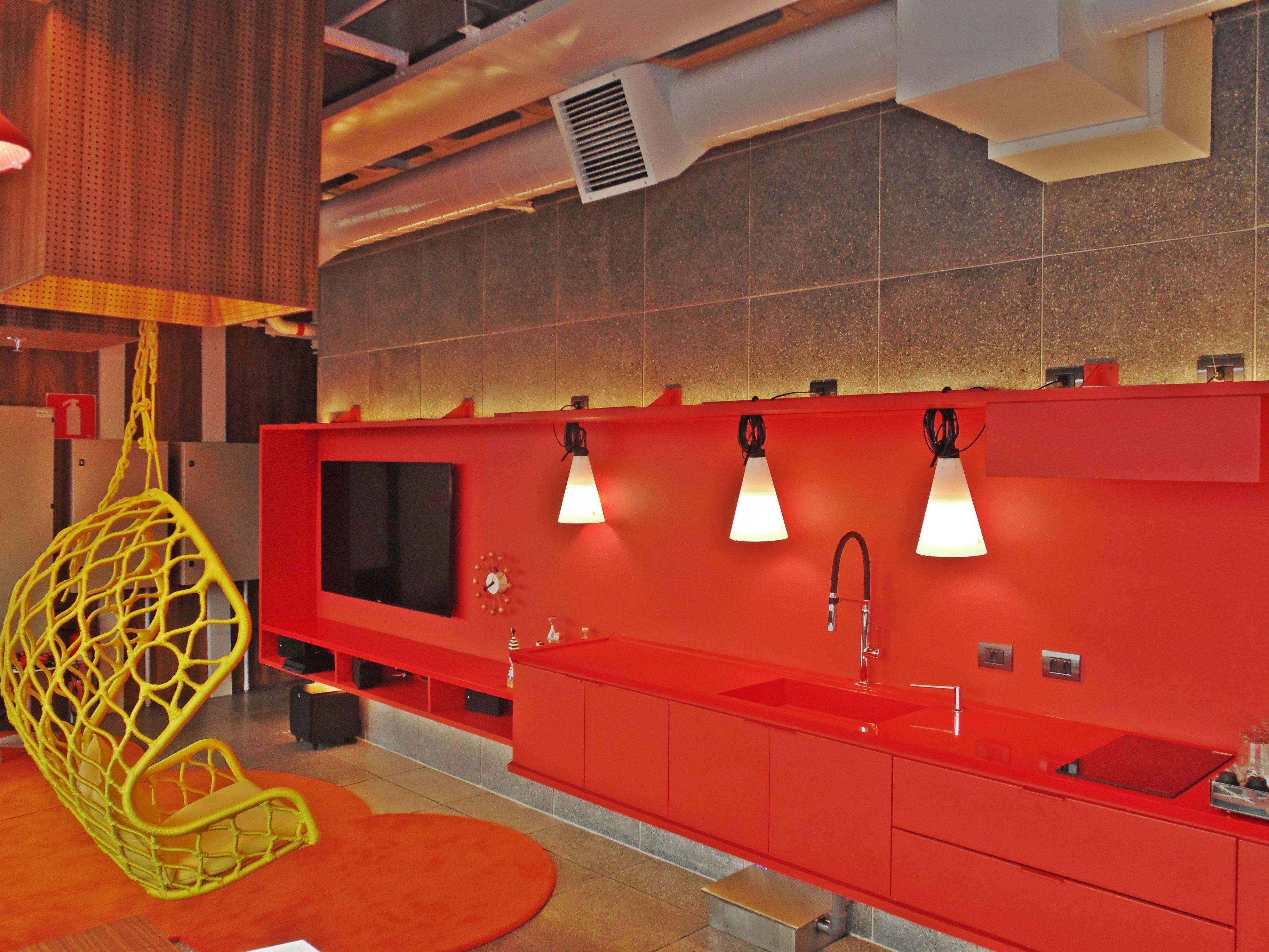 Imagens de #AE9D1D 005] Bancada Pia com bojo esculpido e Balcão em Silestone Rosso  3648x2736 px 3686 Banheiros Residenciais Imagens
